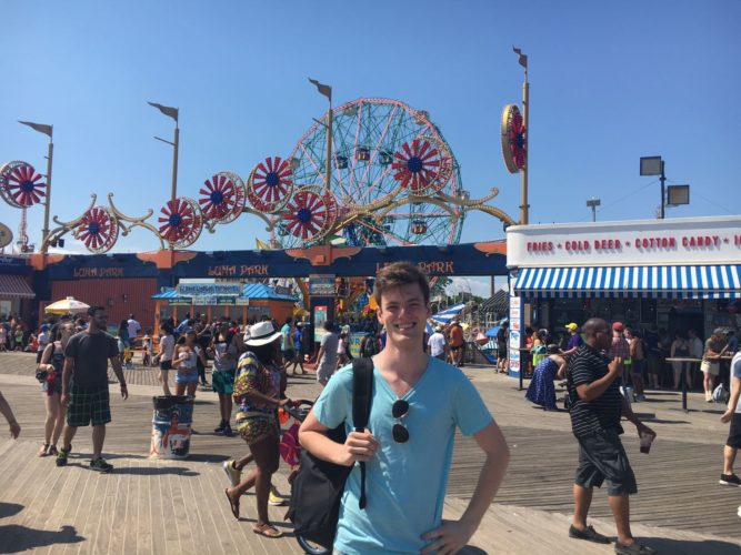 I didn't pay the $70 (sic!) fee for the rides though, but instead enjoyed the beach for free.