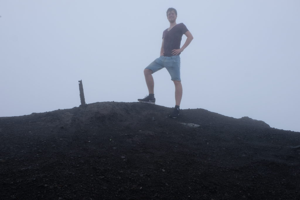 The peak. Altitude: approx. 1,500m. Visual range: approx. 5m (due to fog and smoke)